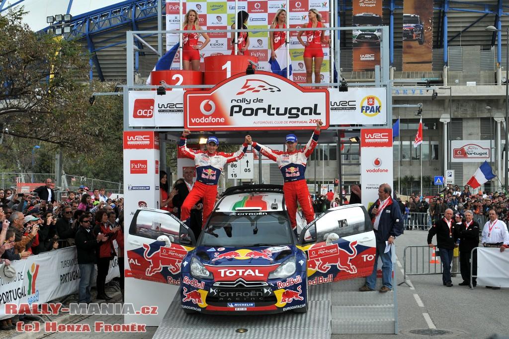 Sébastien Ogier sur le podium au rallye du Portugal 2011