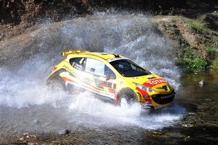 Thierry Neuville et l'équipe Kronos au rallye de Chypres 2011